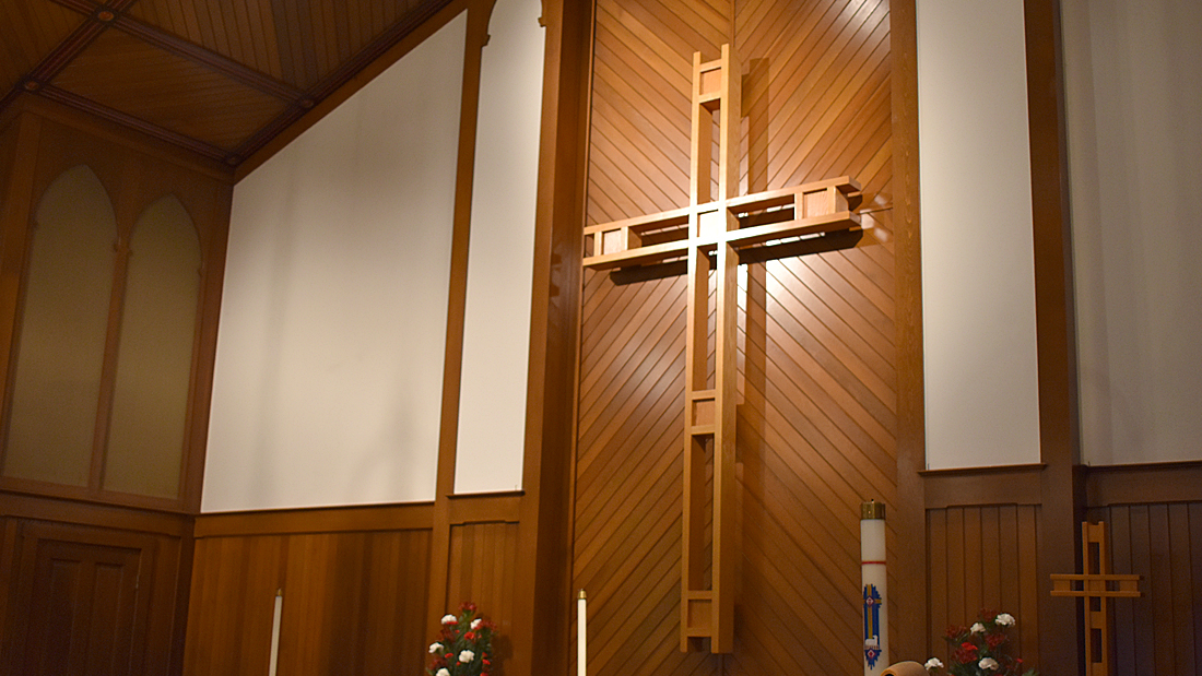 The cross behind the alter at St. Jacobs.